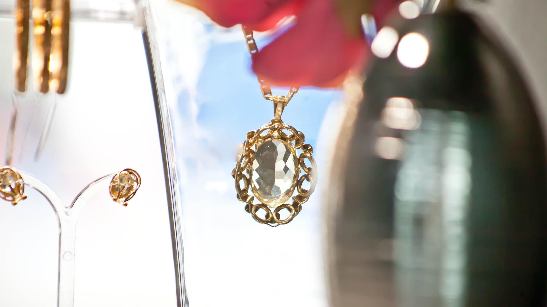 Juwelier Käfer Hauptbahnhof Anhänger mit Kette