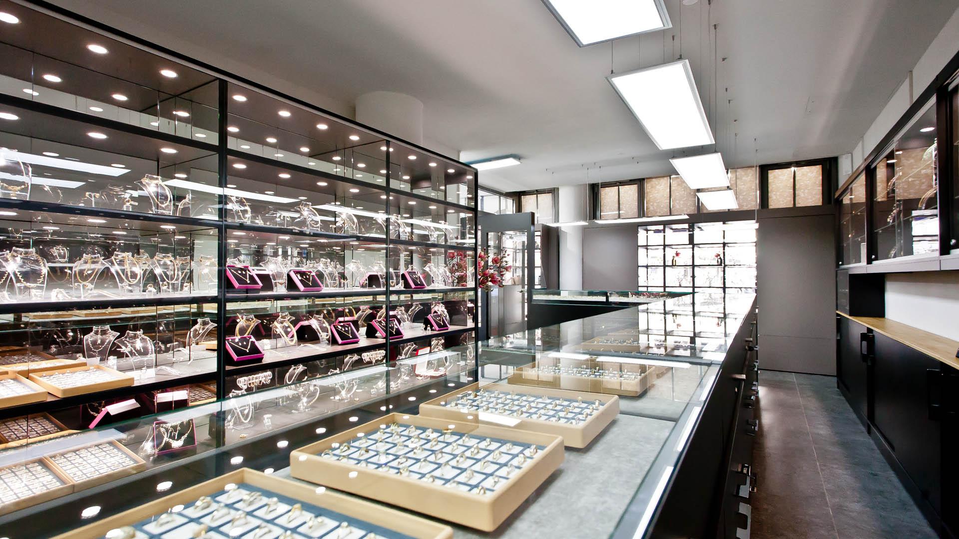 Ladenlokal Juwelier Käfer aus München Goldschmuck und Ringe